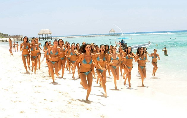 Riviera Maya - Election of Miss Spain 2009 - Mexico - The Mises running on the beach